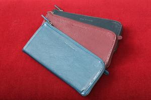 エナメルホースレザー長財布